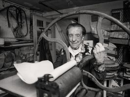 Louise Bourgeois at the printing press in the lower level of her home_studio on 20th Street, New York, 1995. © Mathias Johansson