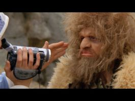 Nathaniel Mellors, The Sophisticated Neanderthal Interview, 2014, still da video. Courtesy the Artist