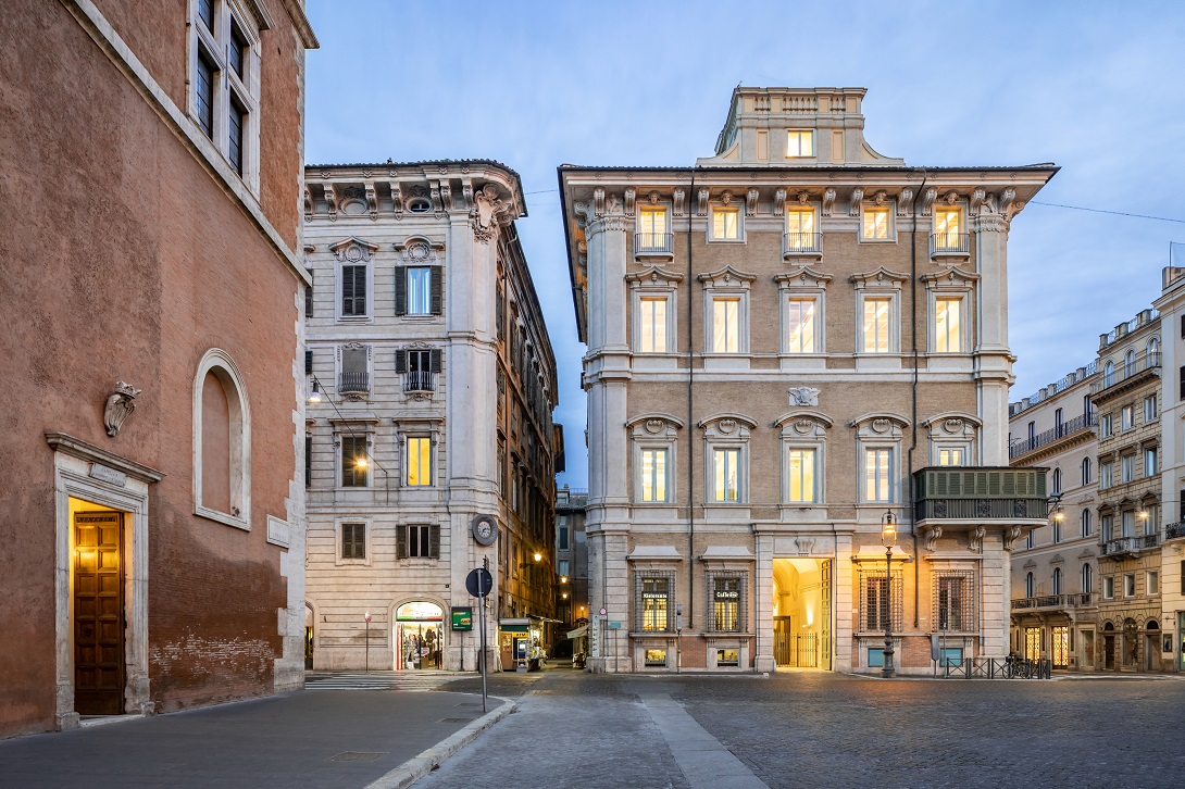 Palazzo Bonaparte di Roma, esterno