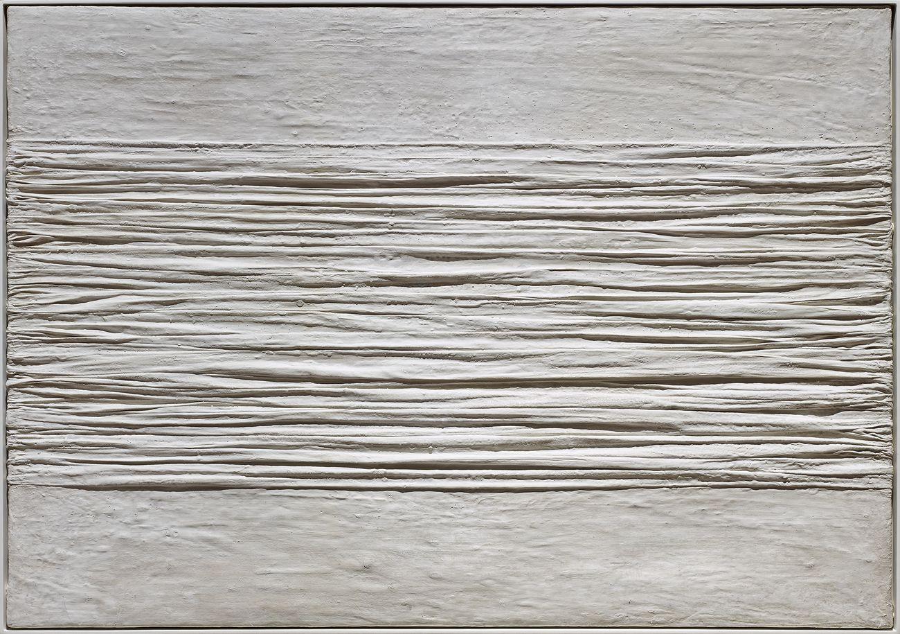 Piero Manzoni, Achrome, 1958, caolino e tela grinzata, 70 x 100 cm. Collezione Intesa Sanpaolo. Gallerie d'Italia Piazza Scala, Milano