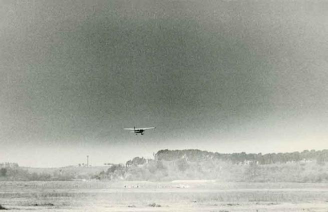 Claudio Abate, Marisa Merz in volo dall'Aeroporto dell'Urbe, 1970