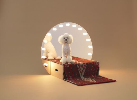 Konstantin Grcic Architecture for dogs: Paramount, 2012 Furniture, pedestal, mirror, carpet, light bulbs, 79 × 42 × 90 cm, © Architecture for Dogs Photo: Hiroshi Yoda