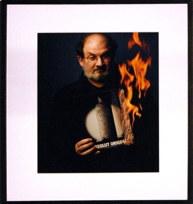 AAC Photo Annie Leibovitz series, Salman Rushdie, courtesy Spritmuseum, Stockholm