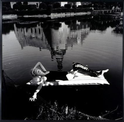 AAC Helmut Newton Absolut Blahnik 1995, courtesy Spritmuseum, Stockholm