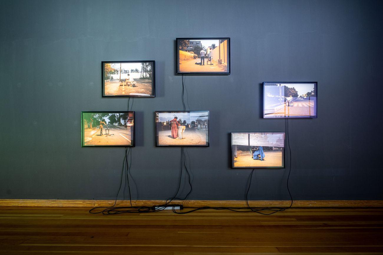 Bani Abidi, Karachi Series I, 2009. Installation view at Gropius Bau, Berlino 2019. Photo © Mathias Völzke, courtesy the artist & Experimenter, Kolkata