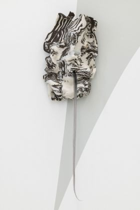 Bea Bonafini, Breathe Out, Breathe Out, 2019. Vulcan stoneware, porcelain, synthetic hair, 33x20 cm