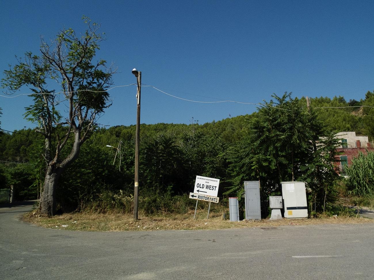 Campagne e locali dismessi nei pressi della stazione di Ferrandina