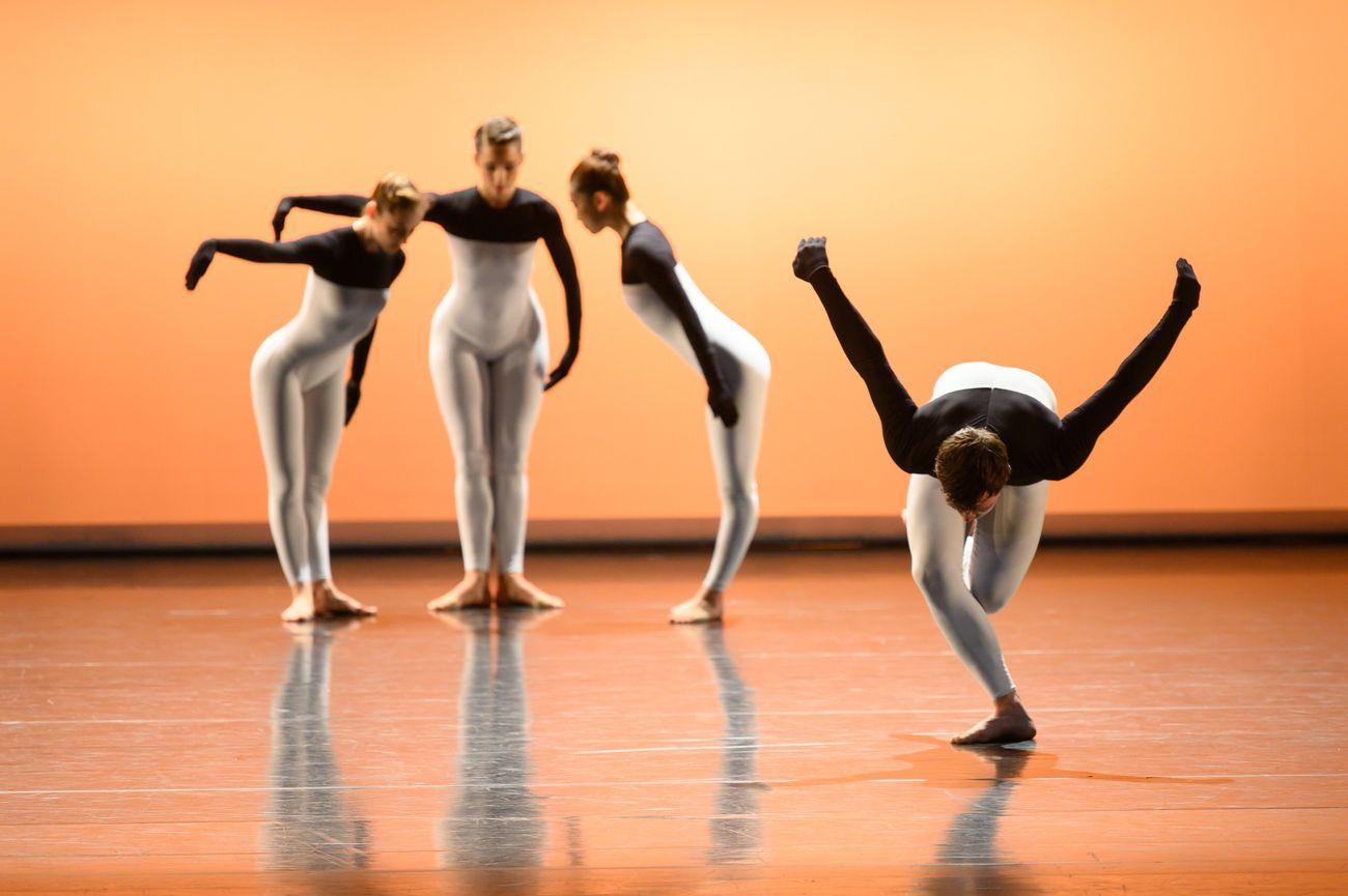 Centre National de Danse Contemporaine d'Angers, Beach Birds, coreografia di Merce Cunningham. Photo credits Andrea Macchia Bolzano Danza 2019