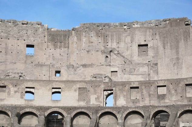 Colosseo, Roma, rattoppi. Photo © Irene Fanizza