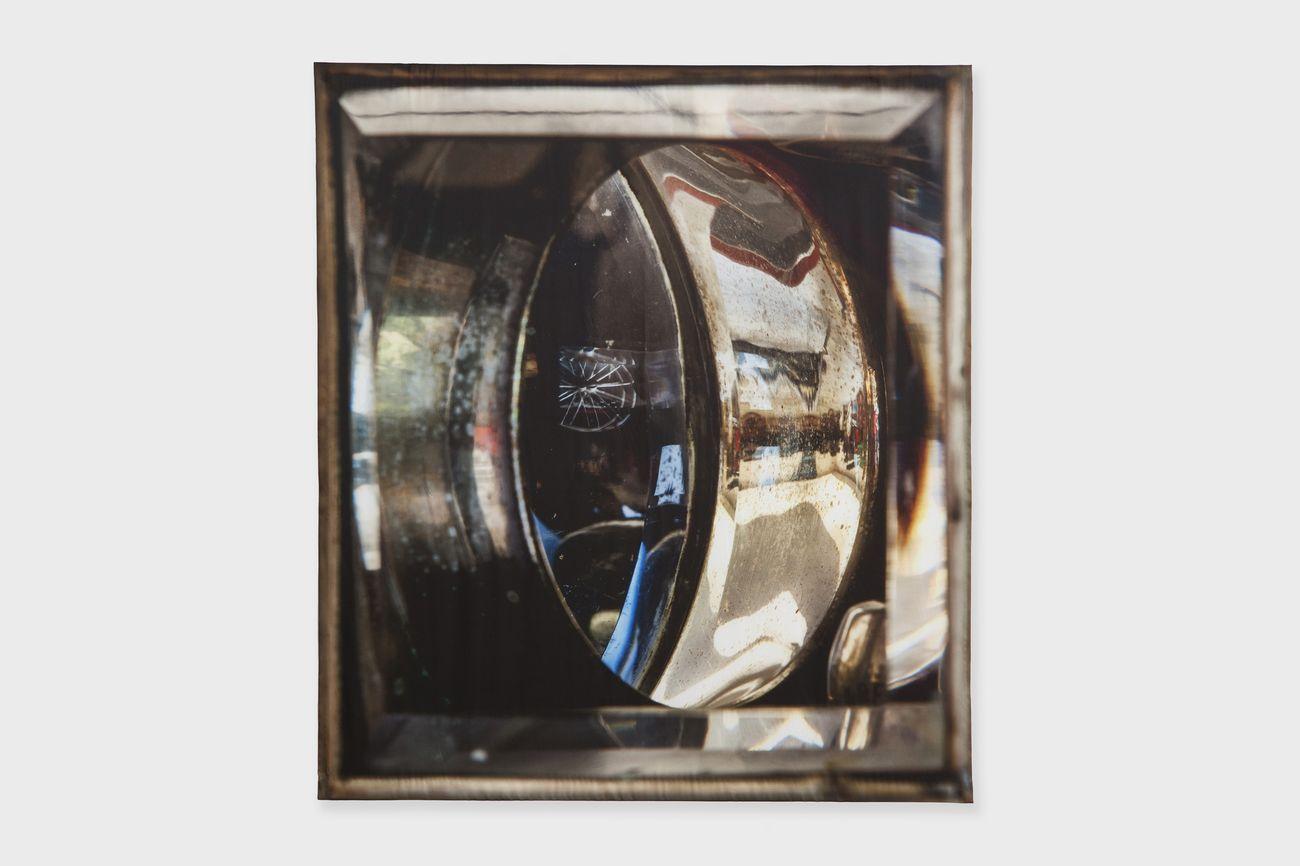 Elisa Sighicelli, Untitled (9427), 2019, fotografia stampata su raso, 160 x 143 cm