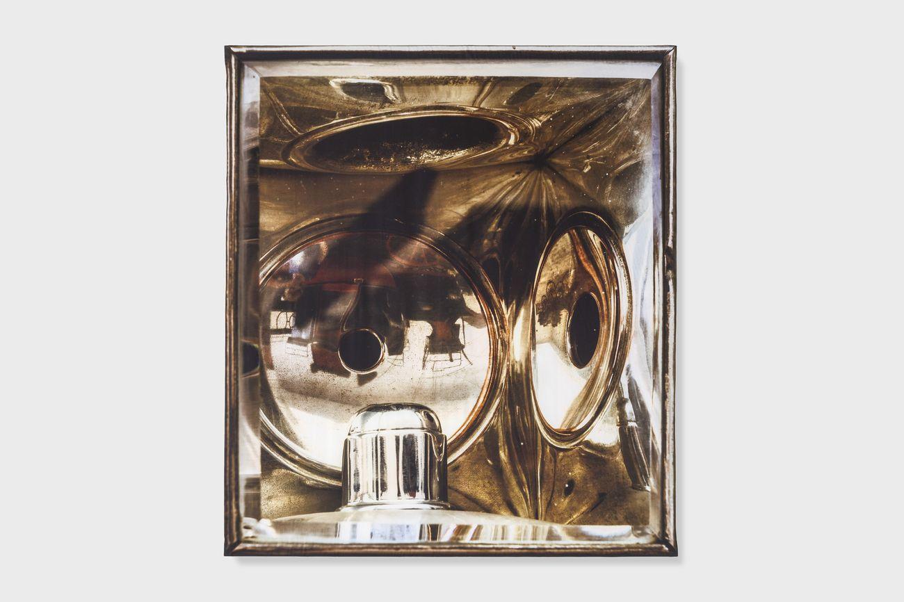 Elisa Sighicelli, Untitled (9428), 2019, fotografia stampata su raso, 160 x 143 cm