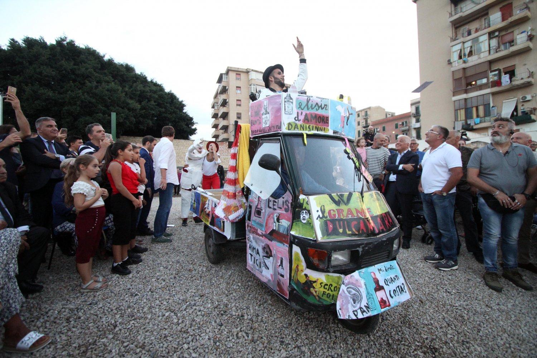 Un progetto del Teatro Massimo nel quartiere Danisinni di Palermo. Sulla destra, in abito scuro, Francesco Giambrone. Ph. Lanfranco Lannino