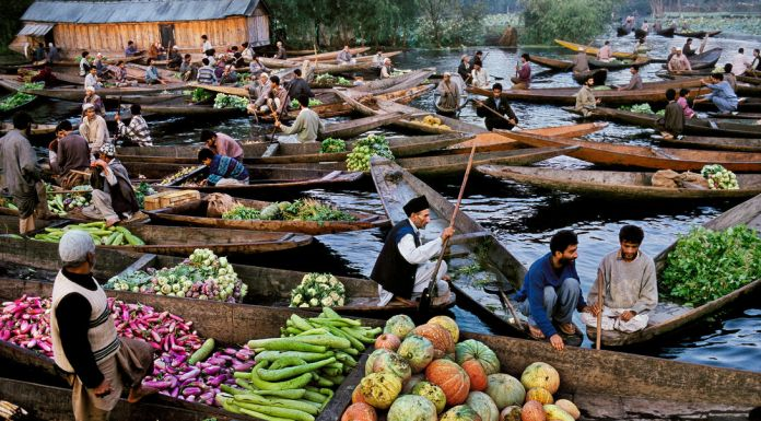Srinagar, Kashmir, 1996 © Steve McCurry