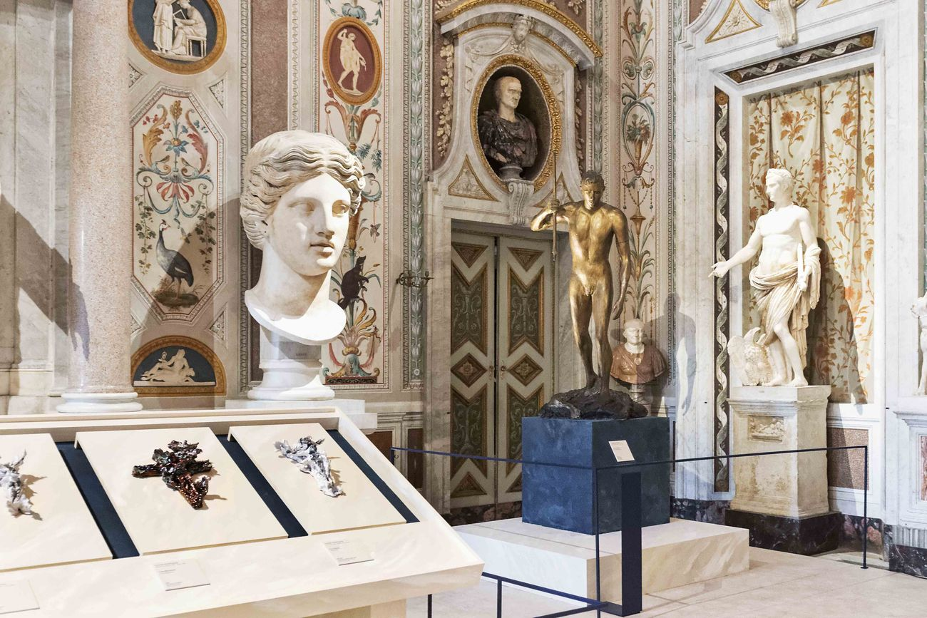 Lucio Fontana. Terra e Oro, installation view at Galleria Borghese, Roma 2019, photo Niccolò Ara © Fondazione Lucio Fontana by SIAE 2019