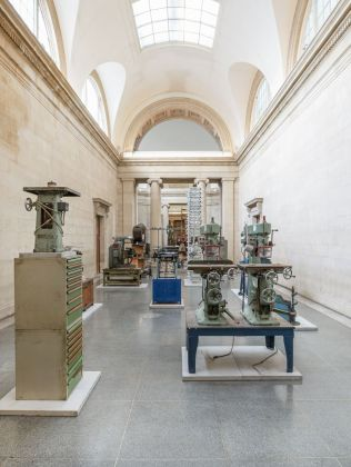 Mike Nelson, The Asset Strippers, 2019. Installation view at Tate Britain, Londra 2019. Photo Tate (Matt Greenwood)