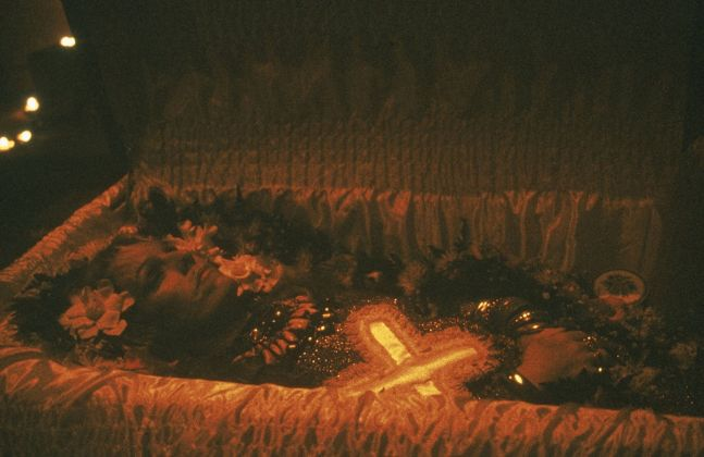 Nan Goldin, Cookie in her Casket, NYC, 1989. The Cookie Mueller Portfolio, 1976 1989. Archival pigment print. Courtesy the artist and Marian Goodman Gallery, New York, Paris and London