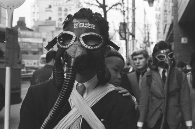 Rituals of Completely Naked Walks with Gas Masks by Hanaga Mitsutoshi (courtesy of Mitsutoshi Hanaga Project Committee)