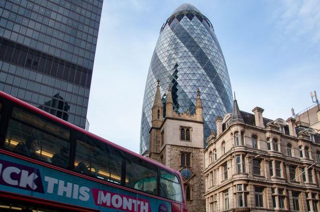 St. Andrew Undershaft Church e The Gherkin, Londra. Photo © Irene Fanizza