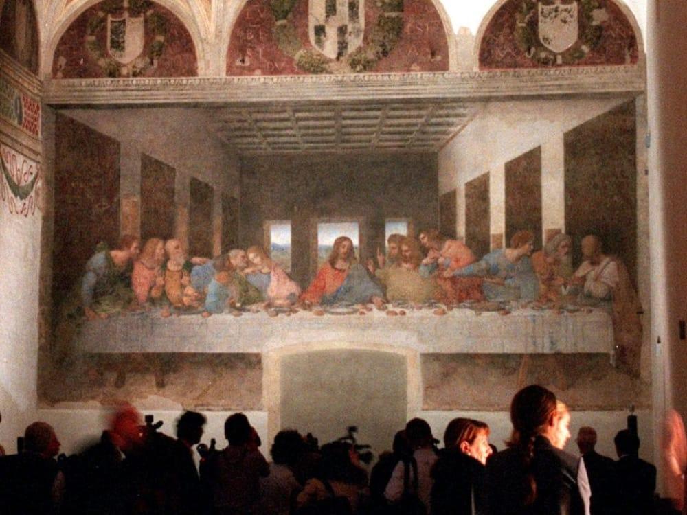 Turisti di fronte al Cenacolo vinciano