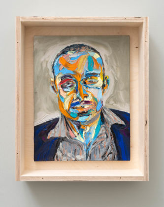 Matteo Fato, Tribuna / Tribune (ritratto di / portrait of Massimiliano Tonelli, Giornalista / Journalist, Roma ), 2019 olio su lino / oil on linen, 30 x 39 cm cassa da trasporto in multistrato / case for transport in plywood Courtesy dell'Artista / the Artist & Monitor, Rome - Lisbon - Pereto (AQ)