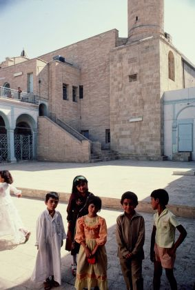 Children in front of the Nabi Yunus mosque, Mosul, Iraq, July 1983 © Yasser Tabbaa Archive, courtesy of Aga Khan Documentation Center at MIT
