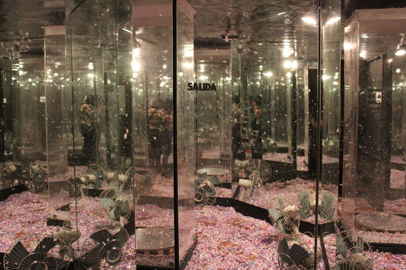 Marta Minujín, The Octogonal Mirror Room, da La Menesunda, 1965 (particolare). Installation view at Museo de Arte Moderno, Buenos Aires 2015. Courtesy Museo de Arte Moderno de Buenos Aires. Photo Agustina Vizcarra