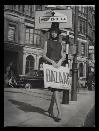 Model holding a Bazaar bag, 1959 ca. Image © Mary Quant Archive