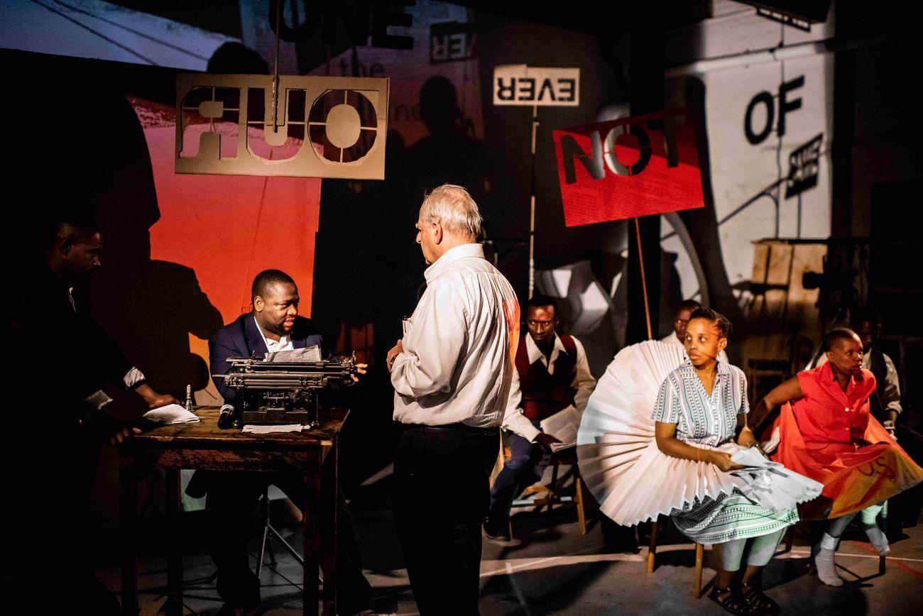William Kentridge durante le prove di Waiting for the Sibyl, Opera di Roma, 2019. Photo Stella Olivier