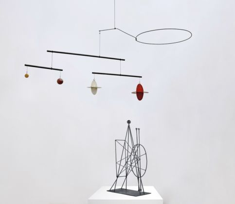 Alexander Calder (1898-1976) Mobile, c. 1937 Wood, sheet metal, rod, string, wire, and paint, 68.5 x 180.3 x 53.3 cm Finnish National Gallery, Ateneum Art Museum, Helsinki © 2019 Calder Foundation, New York/VEGAP, Madrid