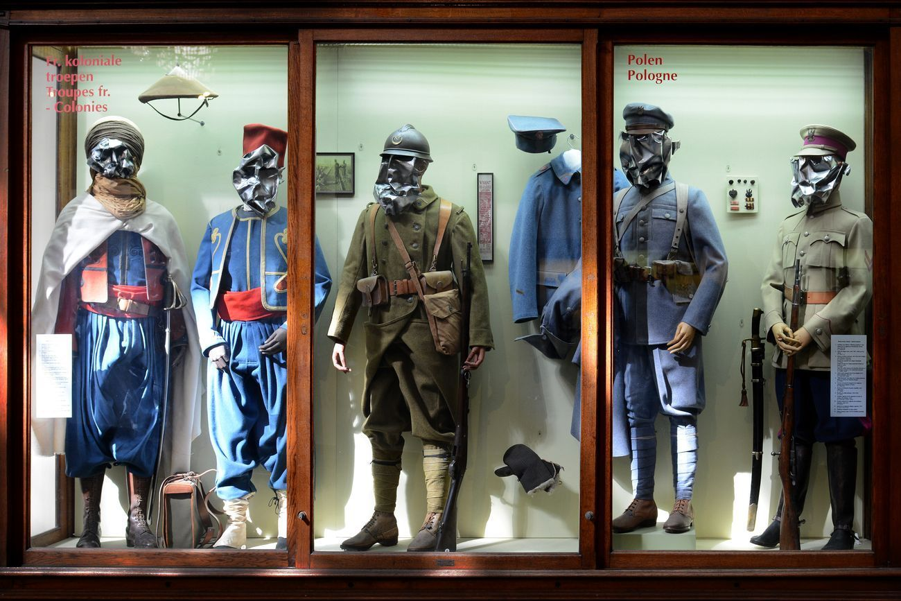 Enne Boi, WAR MASKS, 2016. Royal Military Museum (Brussels), site specific installation, 53 masks, aluminium and spray paint