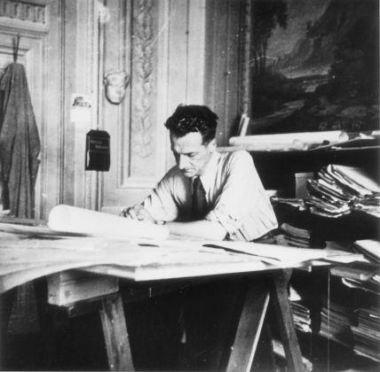 Giovanni Michelucci nello studio, anni '40. Courtesy Archivio Fondazione Giovanni Michelucci