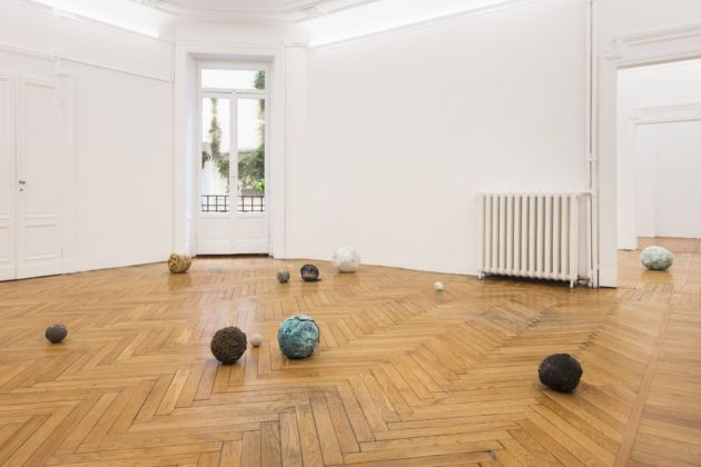 Jay Heikes, Before common era. Installation view at Federica Schiavo Gallery, Milano 2019. Photo © Andrea Rossetti, courtesy Jay Heikes and Federica Schiavo Gallery