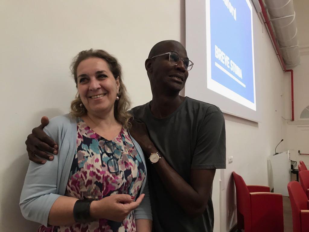 Tiziana D'Acchille con l'artista statunitense Mark Bradford, per la sua masterclass in Accademia - 14/06/2017