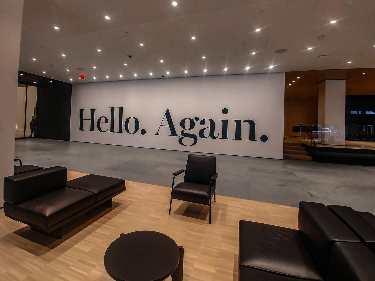 MoMA, New York. All'ingresso della nuova ala il visitatore viene salutato dall'opera di Haim Steinbach. Photo Maurita Cardone