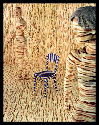 Sandy Skoglund, Body Limits, 1992, stampa a colori su carta cibachrome applicata su alluminio. Courtesy collezione Mario Trevisan & Paci Contemporaney Gallery