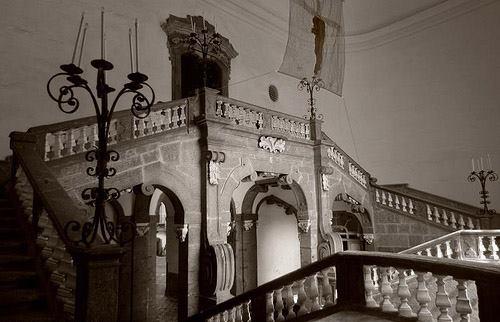 Scalone monumentale di Palazzo Serra di Cassano. Courtesy Interno A14