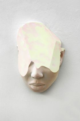 T-Yong Chung, Sophie (Maschera), 2019, resina, cm 27 (h). Courtesy the artist and Renata Fabbri arte contemporanea