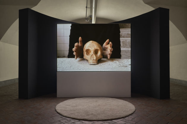 "Marina Abramović, The Kitchen: Vanitas, Gijon, Spagna, agosto 2009, Video, 6' 09""."