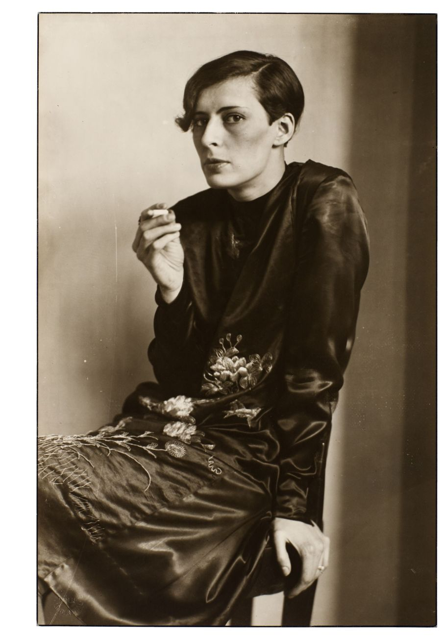 August Sander, Sekretärin beim Westdeutschen Rundfunk in Köln, 1931 © Die Photographische Sammlung – SK Stiftung Kultur – August Sander Archive, Cologne, DACS, London, 2019. Courtesy Hauser & Wirth