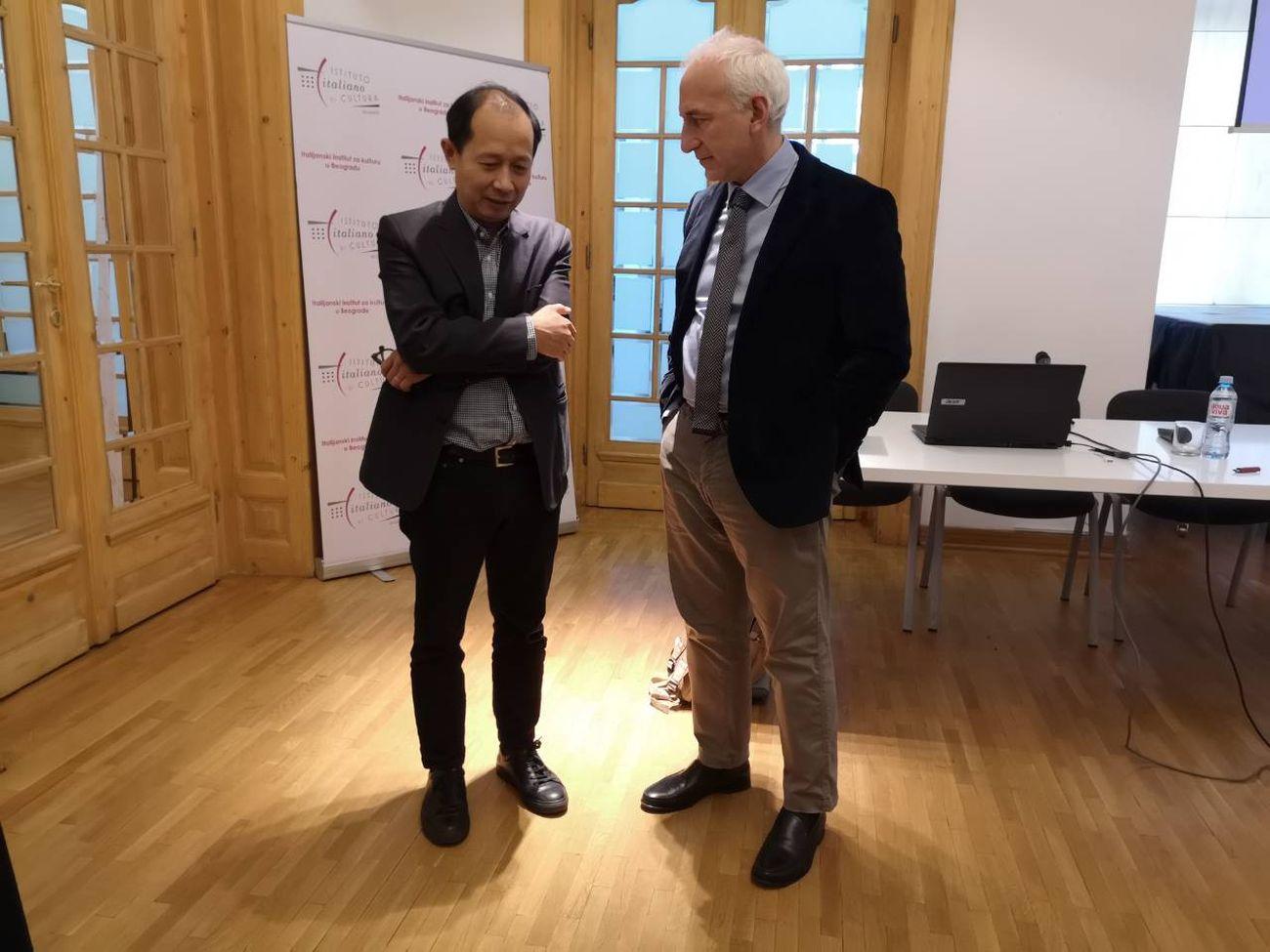 Hou Hanru e Davide Scalmani, direttore dell'Istituto Italiano di Cultura di Belgrado