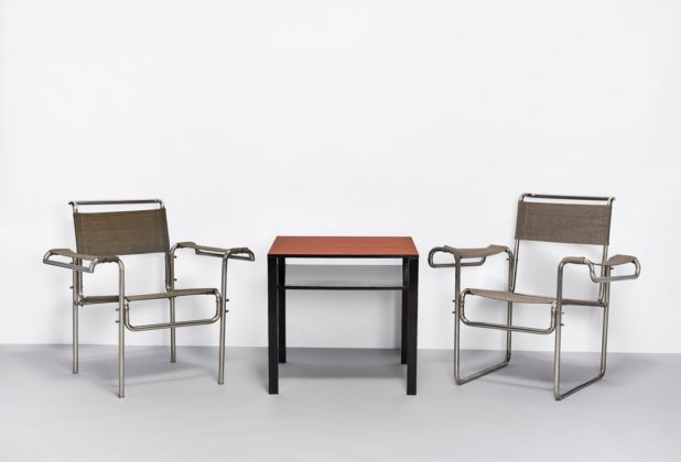 House Fieger seating group with tubular steel chairs and wooden table by Carl Fieger, photo credit_ Esther Hoyer