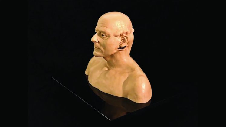 Jan Fabre, Homage to Jacques Mesrine (Bust with metal teeth), 2008. Photo Lieven Herreman © Angelos bvba. Courtesy Palazzo Merulana, Roma