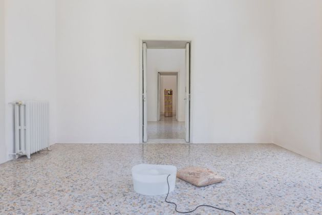 Nina Canell, Perpetuum Mobile, installation view at Progetto, Lecce 2019