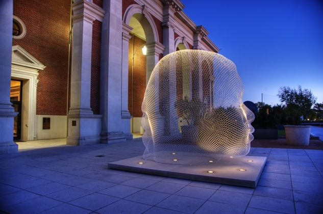 Exterior of the Meadows Museum, with Jaume Plensa's Sho (2007) in foreground. Photo by Hillsman Jackson.