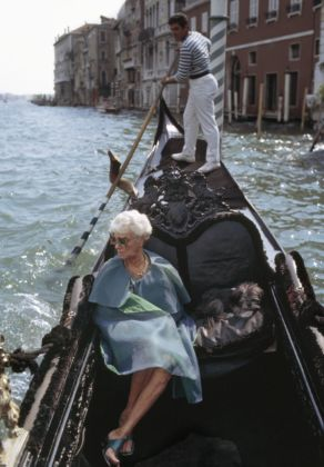 Peggy Guggenheim in gondola, Venezia, 1968. Photo Tony Vaccaro