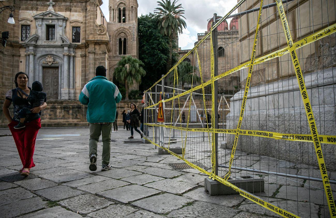 Shilpa Gupta, There is no border here, Palazzo delle Aquile, BAM, Palermo 2019. Courtesy Fondazione Merz