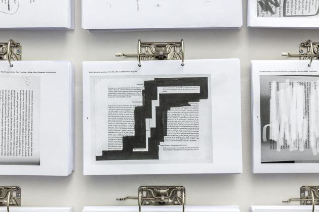 The Annotated Reader. Installation view at Quartz Studio, Torino 2019 ©bg QZ Ryan Gander-Jonathan P. Watts _dettaglio