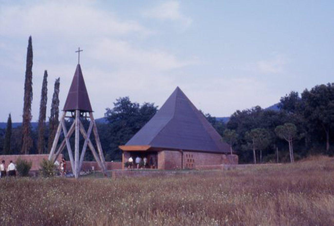 Chiesa della Sconsolata (con F. P. Piemontese), Punta Ala, 1961. Archivio Walter Di Salvo