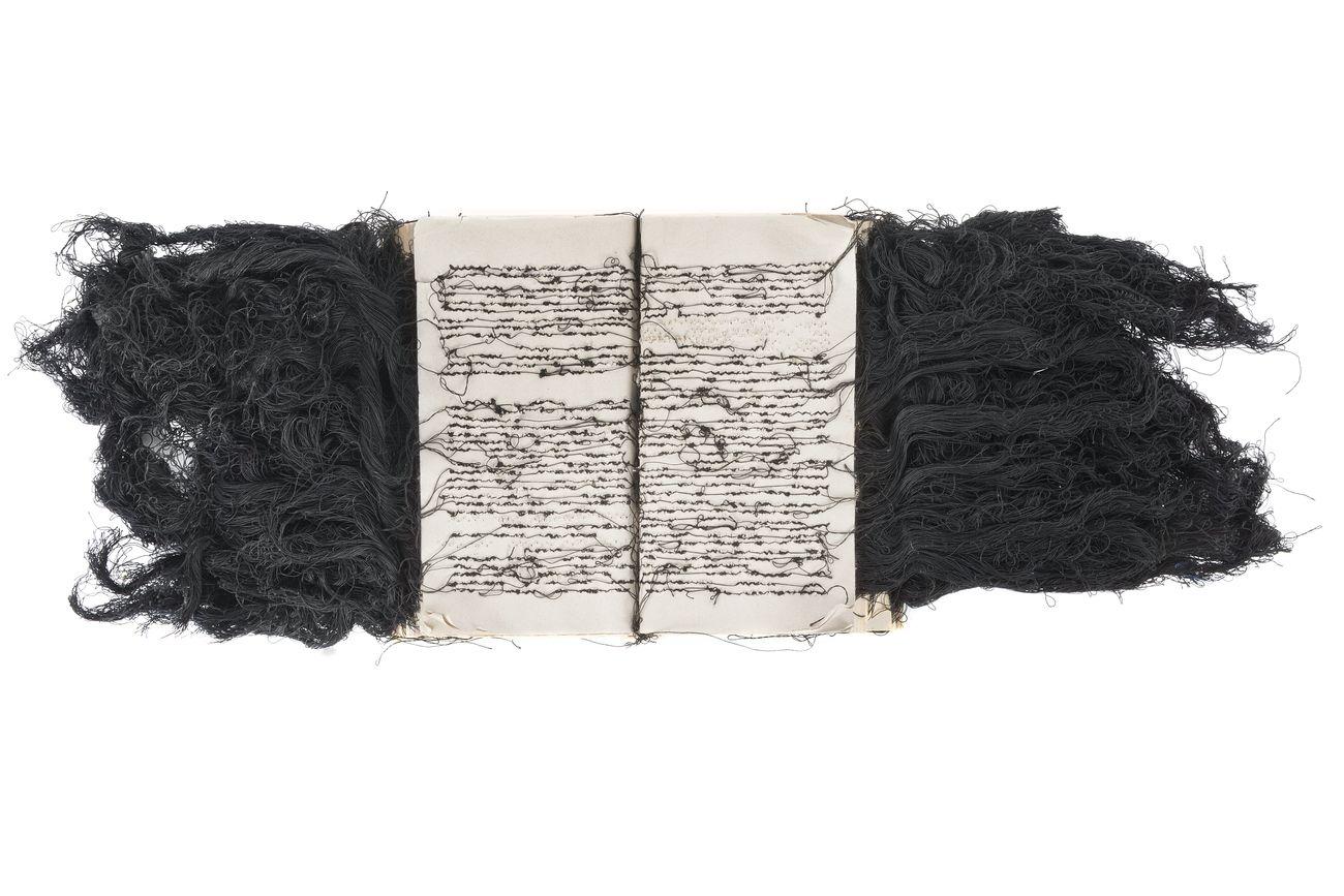Maria Lai, Libro scalpo, 1990. Collezione Stazione dell'Arte di Ulassai