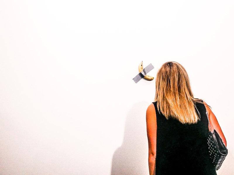 Maurizio Cattelan, Comedian (2019) - in mostra allo stand di Perrotin ad Art Basel Miami Beach 2019. Courtesy Perrotin